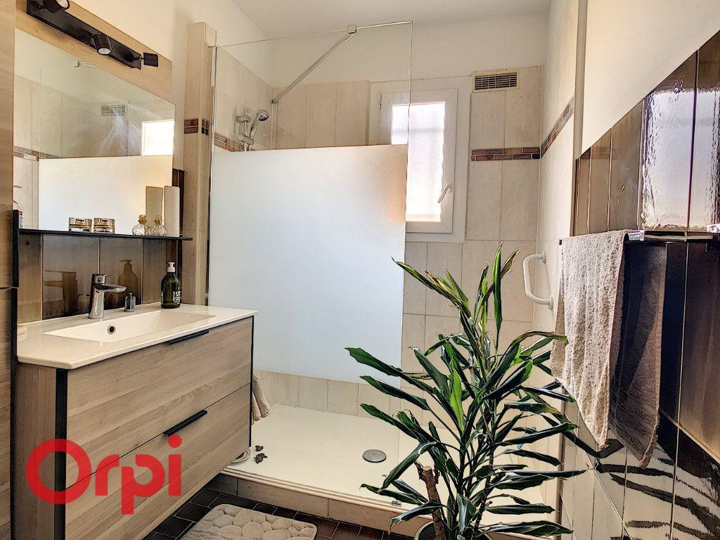 Maison à vendre 4 160m2 à La Seyne-sur-Mer vignette-4