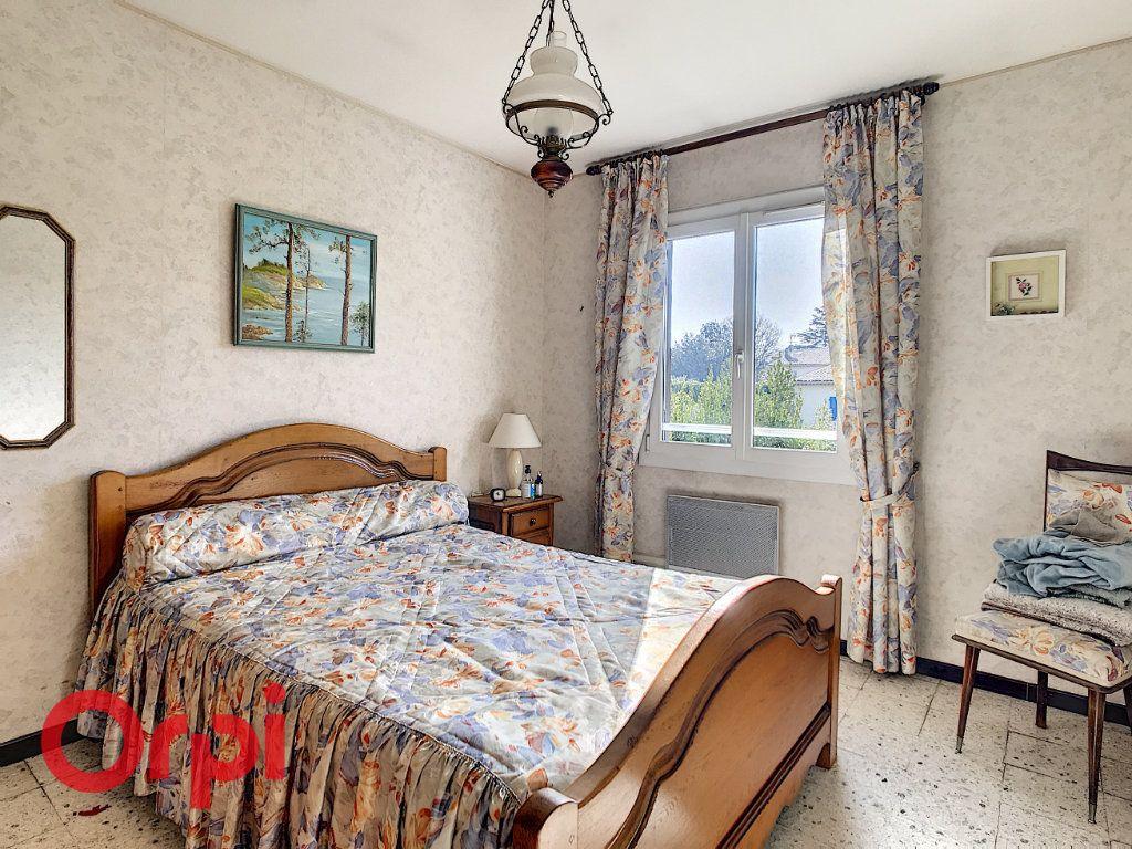 Maison à vendre 4 160m2 à La Seyne-sur-Mer vignette-9