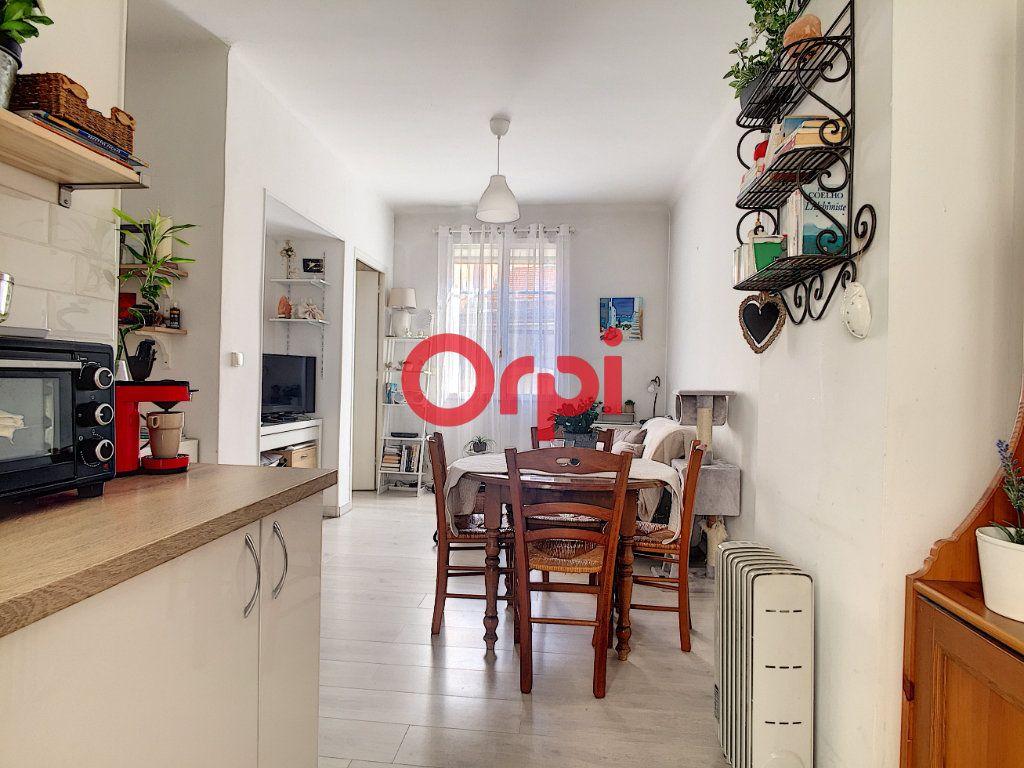 Appartement à vendre 2 28m2 à La Seyne-sur-Mer vignette-1