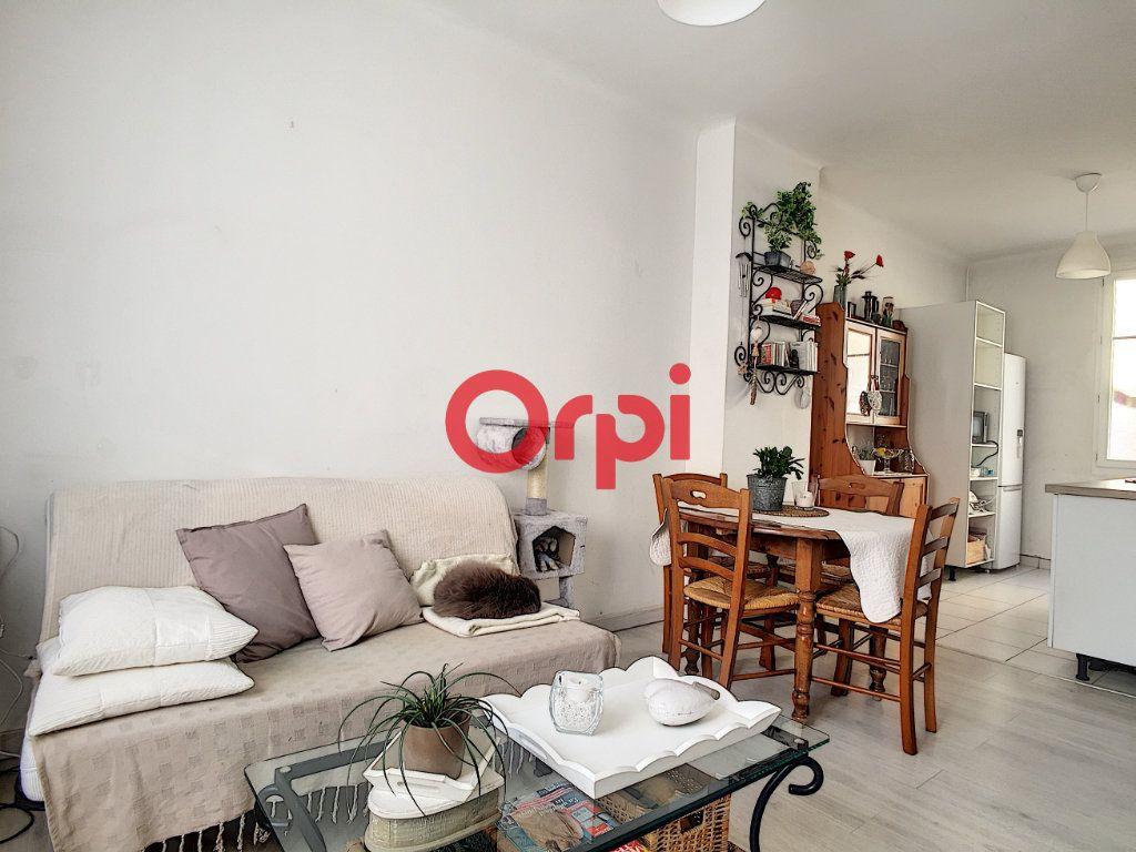 Appartement à vendre 2 28m2 à La Seyne-sur-Mer vignette-2