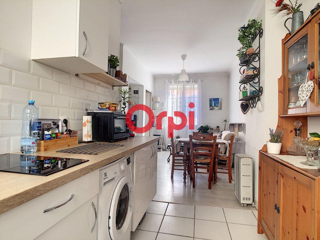 Appartement à vendre 2 28m2 à La Seyne-sur-Mer vignette-3