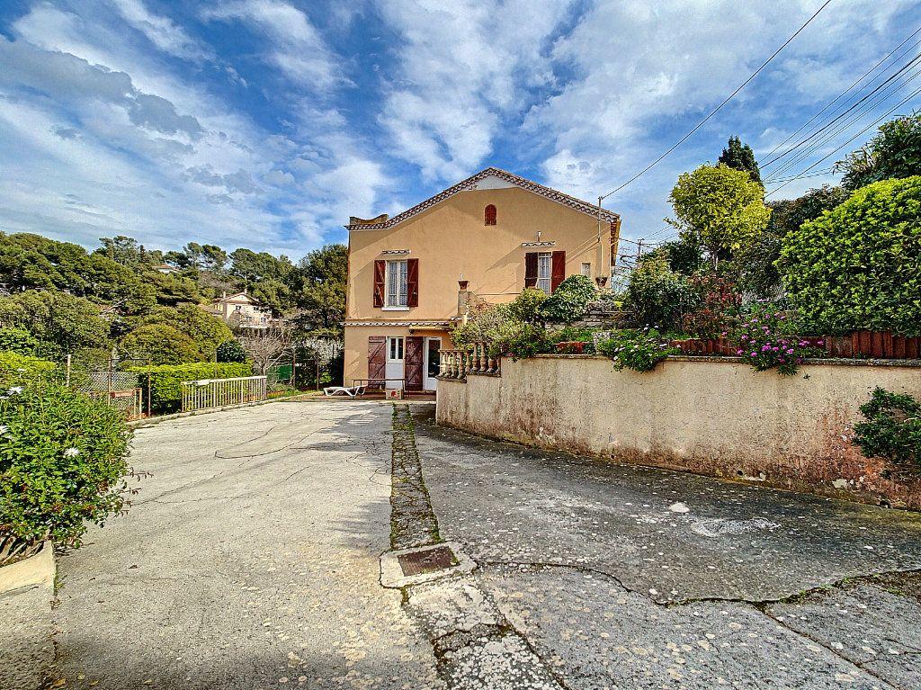 Maison à vendre 6 156m2 à La Seyne-sur-Mer vignette-1