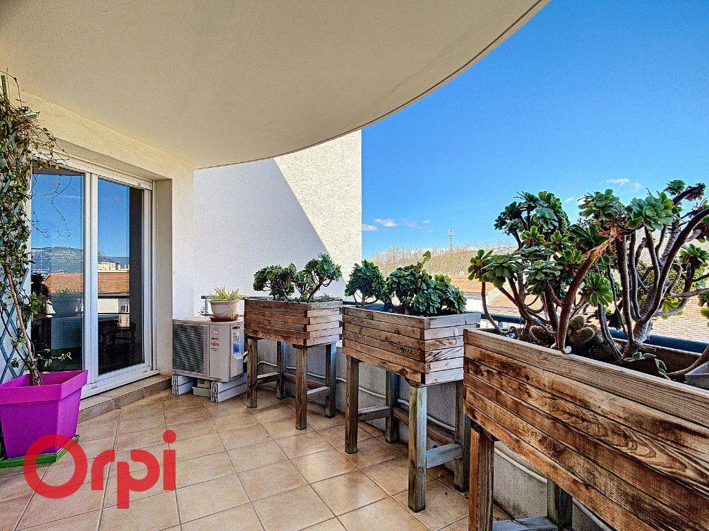Appartement à vendre 4 86.2m2 à La Seyne-sur-Mer vignette-1