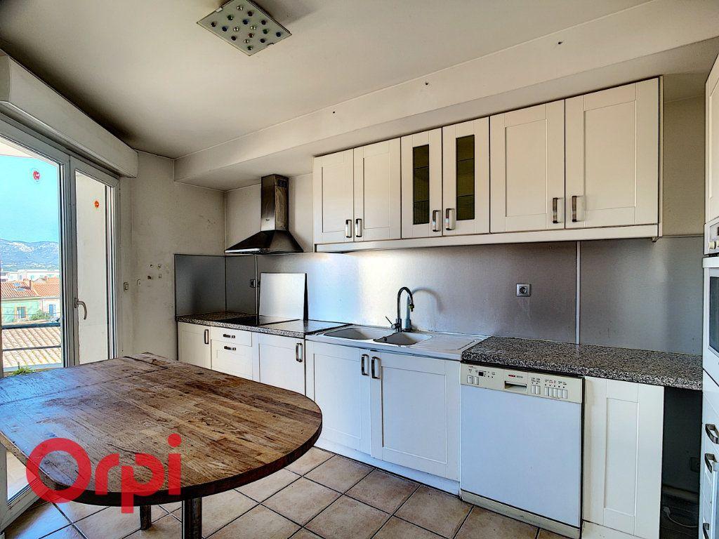 Appartement à vendre 4 86.2m2 à La Seyne-sur-Mer vignette-4