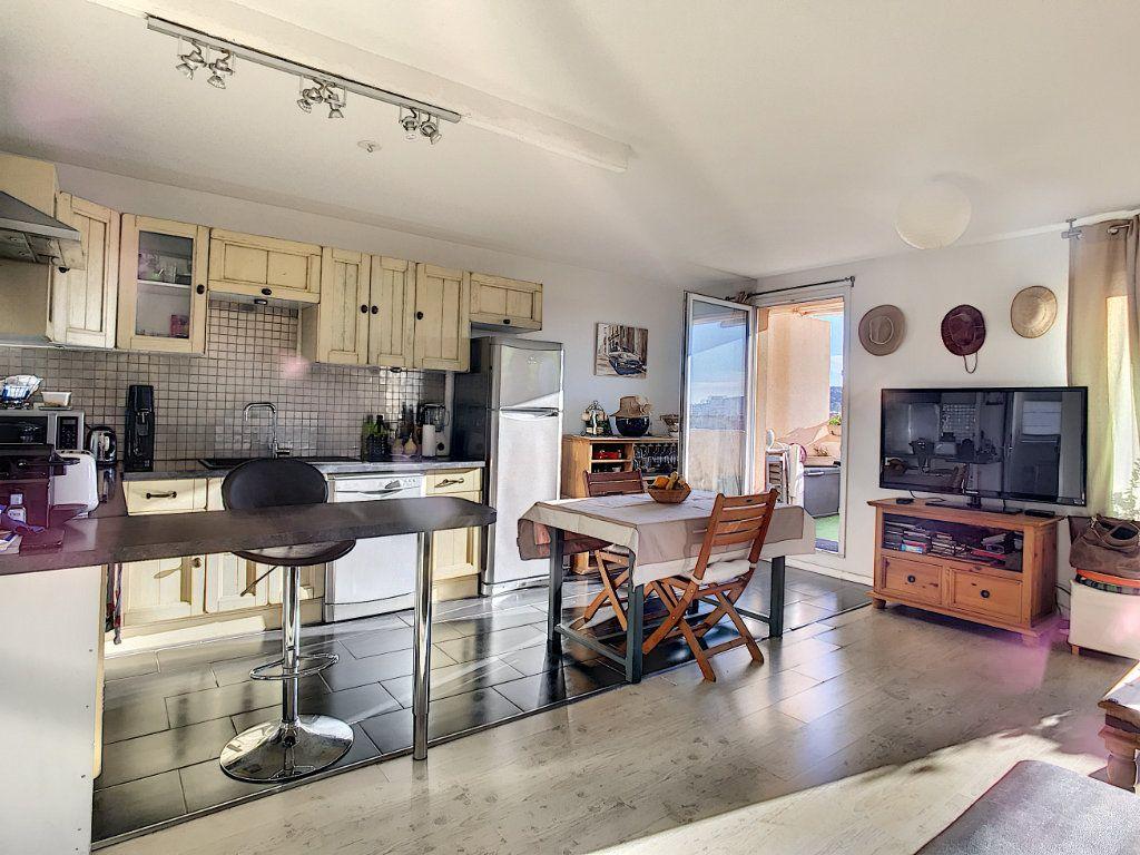 Appartement à vendre 3 62.45m2 à La Seyne-sur-Mer vignette-1