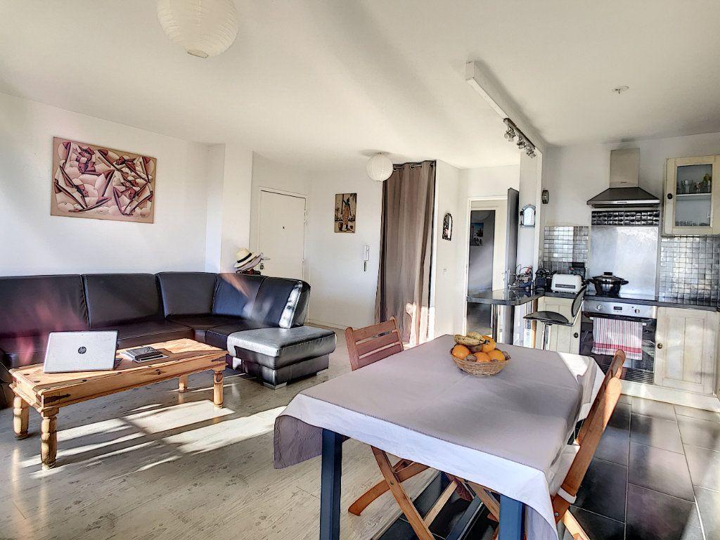 Appartement à vendre 3 62.45m2 à La Seyne-sur-Mer vignette-2