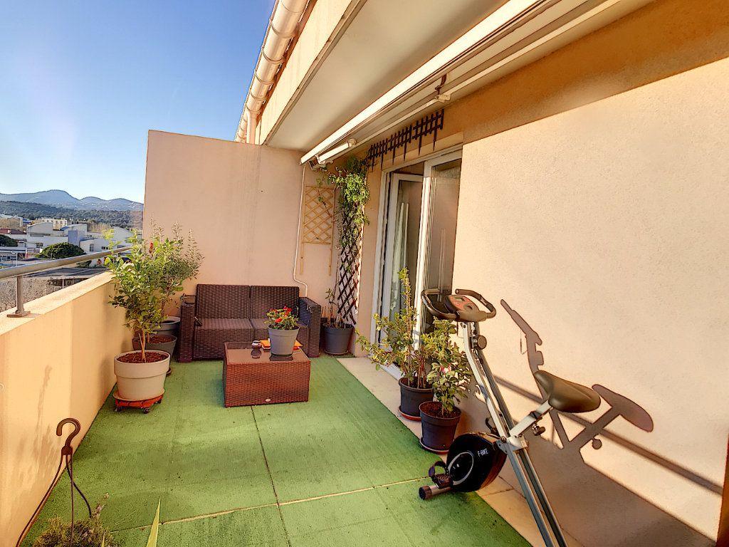Appartement à vendre 3 62.45m2 à La Seyne-sur-Mer vignette-3