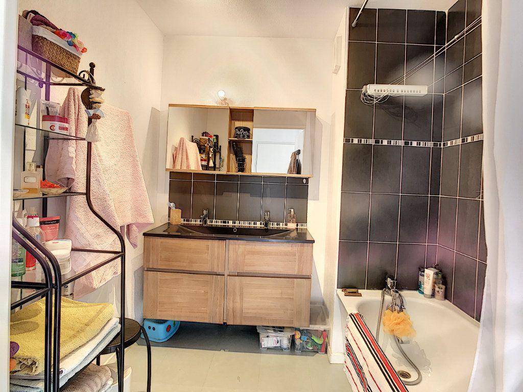 Appartement à vendre 3 62.45m2 à La Seyne-sur-Mer vignette-4