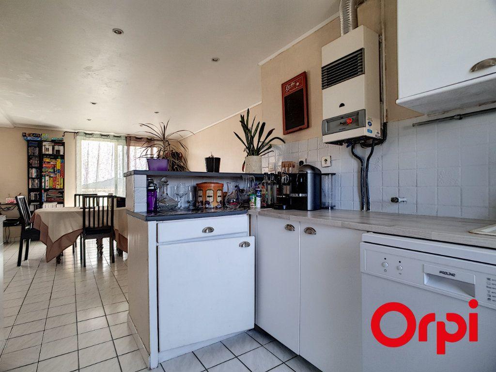 Appartement à vendre 4 65m2 à La Seyne-sur-Mer vignette-3