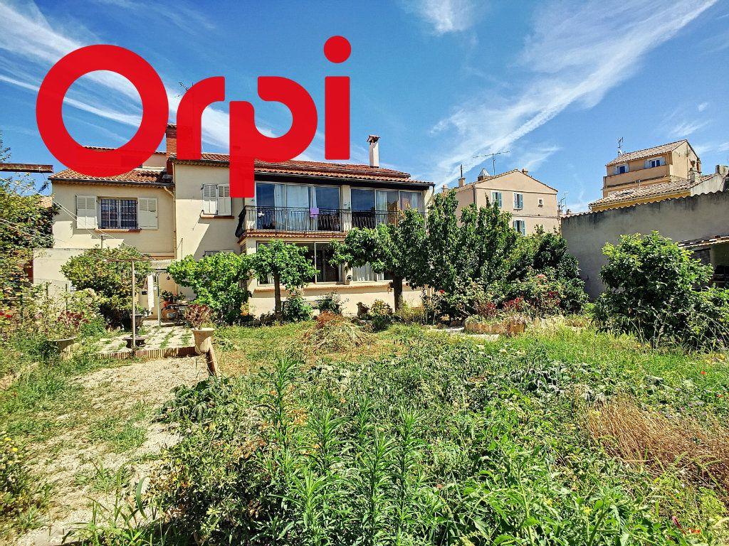 Maison à vendre 8 220m2 à La Seyne-sur-Mer vignette-1
