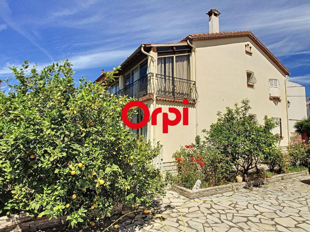 Maison à vendre 8 220m2 à La Seyne-sur-Mer vignette-2