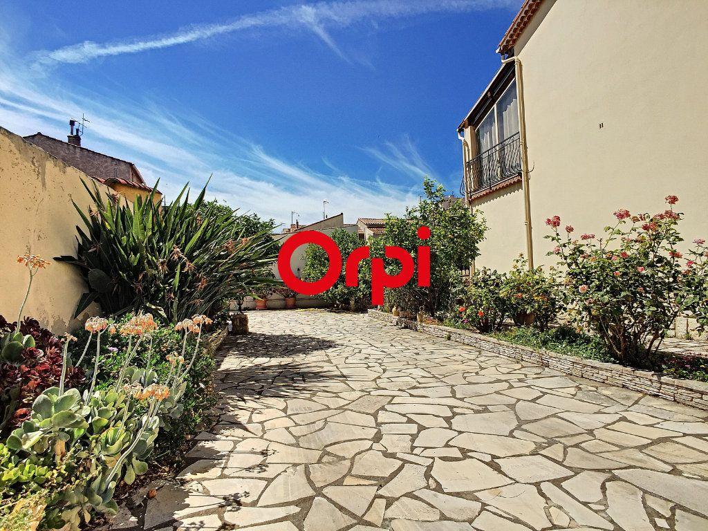 Maison à vendre 8 220m2 à La Seyne-sur-Mer vignette-6