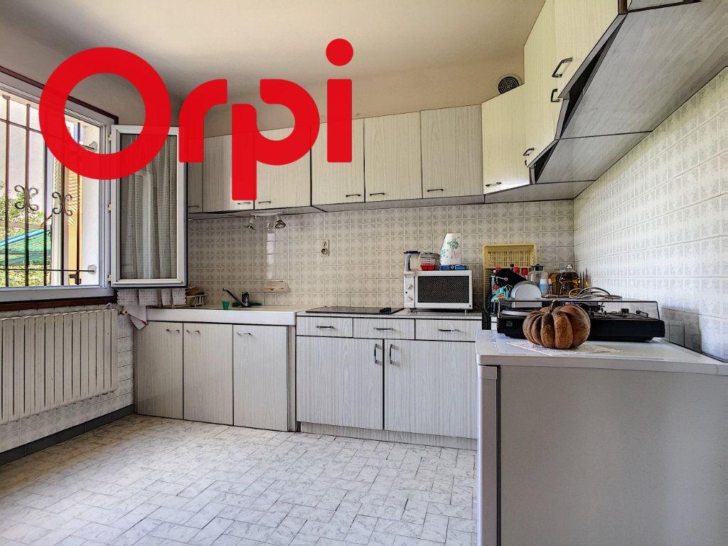 Maison à vendre 8 220m2 à La Seyne-sur-Mer vignette-8