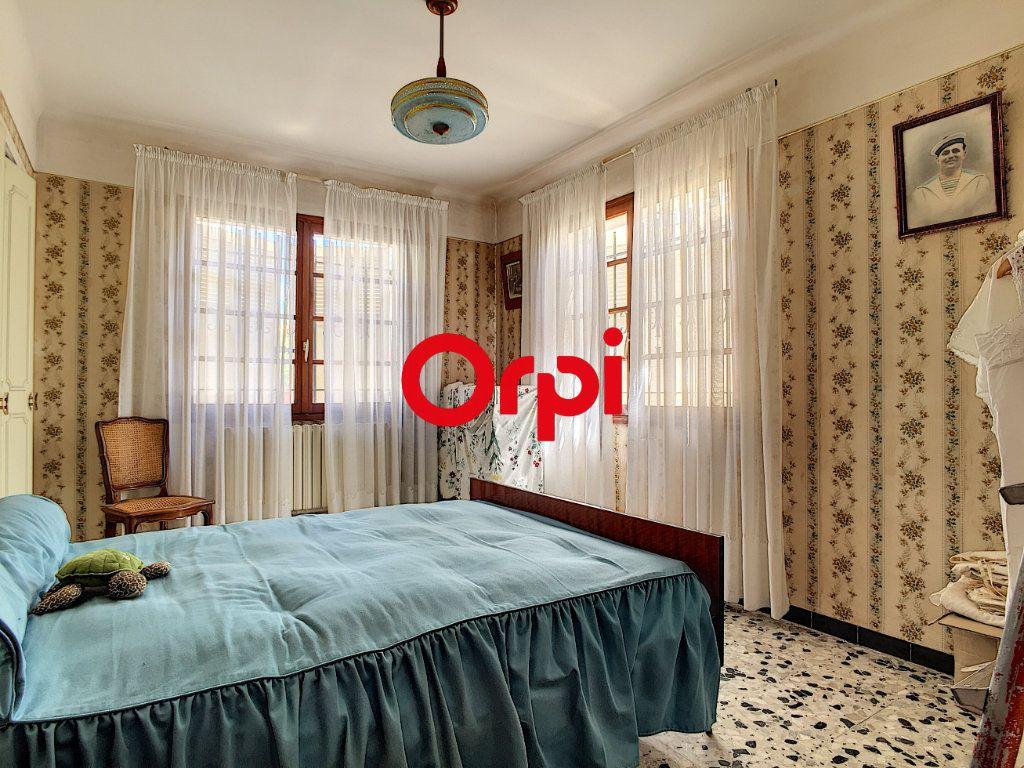 Maison à vendre 8 220m2 à La Seyne-sur-Mer vignette-17