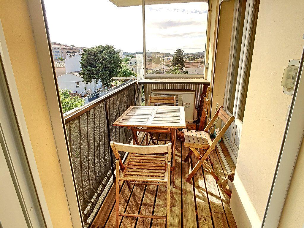 Appartement à vendre 4 67m2 à La Seyne-sur-Mer vignette-3