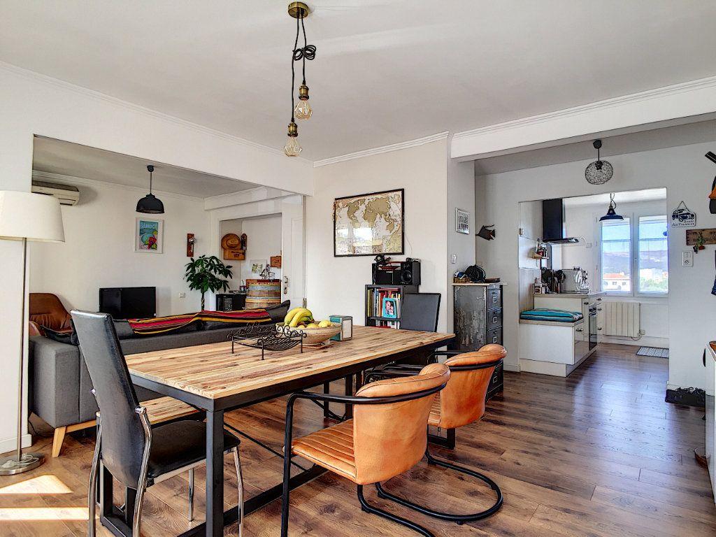 Appartement à vendre 4 67m2 à La Seyne-sur-Mer vignette-5