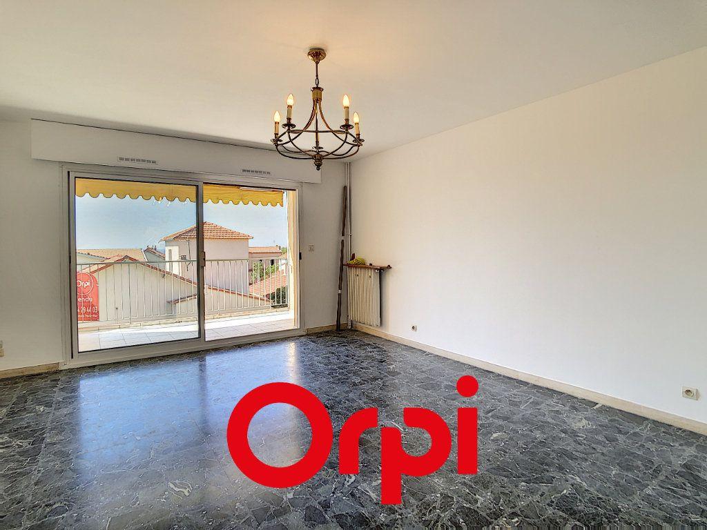 Appartement à vendre 3 79.43m2 à Bandol vignette-2