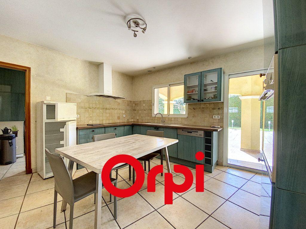 Maison à vendre 7 157.3m2 à Sanary-sur-Mer vignette-3