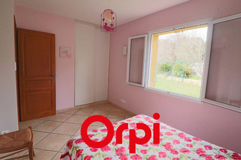 Maison à vendre 7 157.3m2 à Sanary-sur-Mer vignette-6
