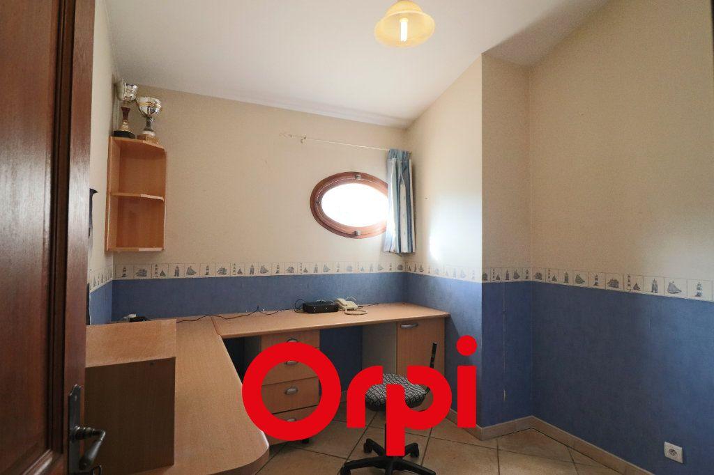 Maison à vendre 7 157.3m2 à Sanary-sur-Mer vignette-8