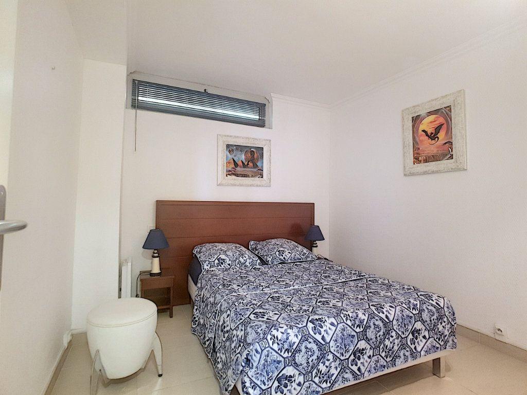 Appartement à vendre 4 51.87m2 à Bandol vignette-9