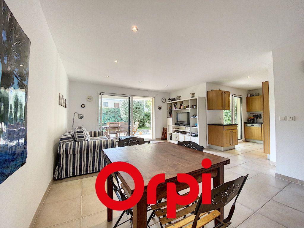 Appartement à vendre 4 78.5m2 à Bandol vignette-3