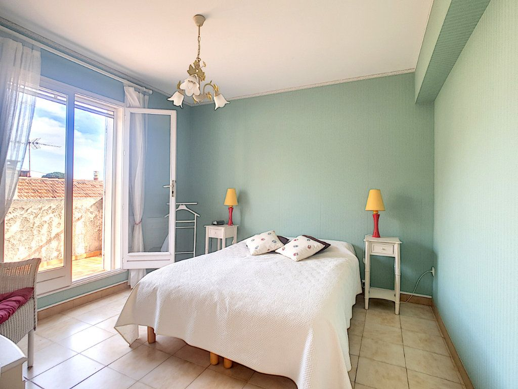 Appartement à vendre 3 70.05m2 à Bandol vignette-10