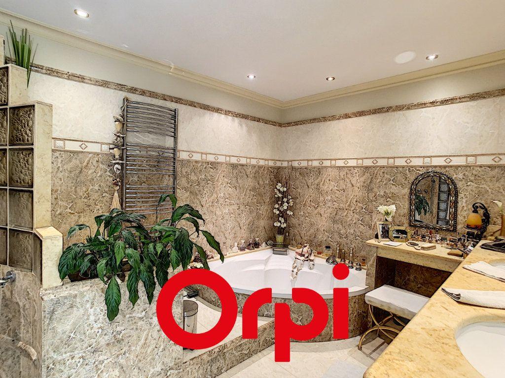 Maison à vendre 10 486m2 à La Cadière-d'Azur vignette-12