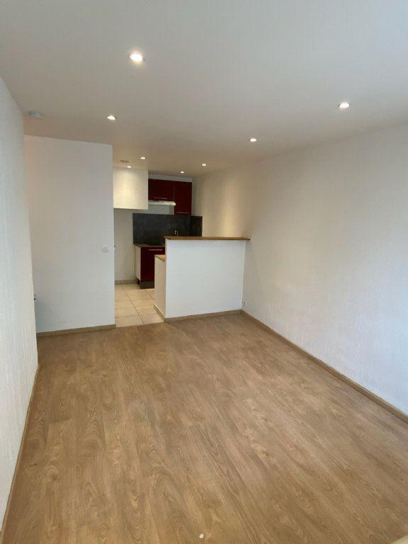 Appartement à louer 2 30.81m2 à Bandol vignette-2