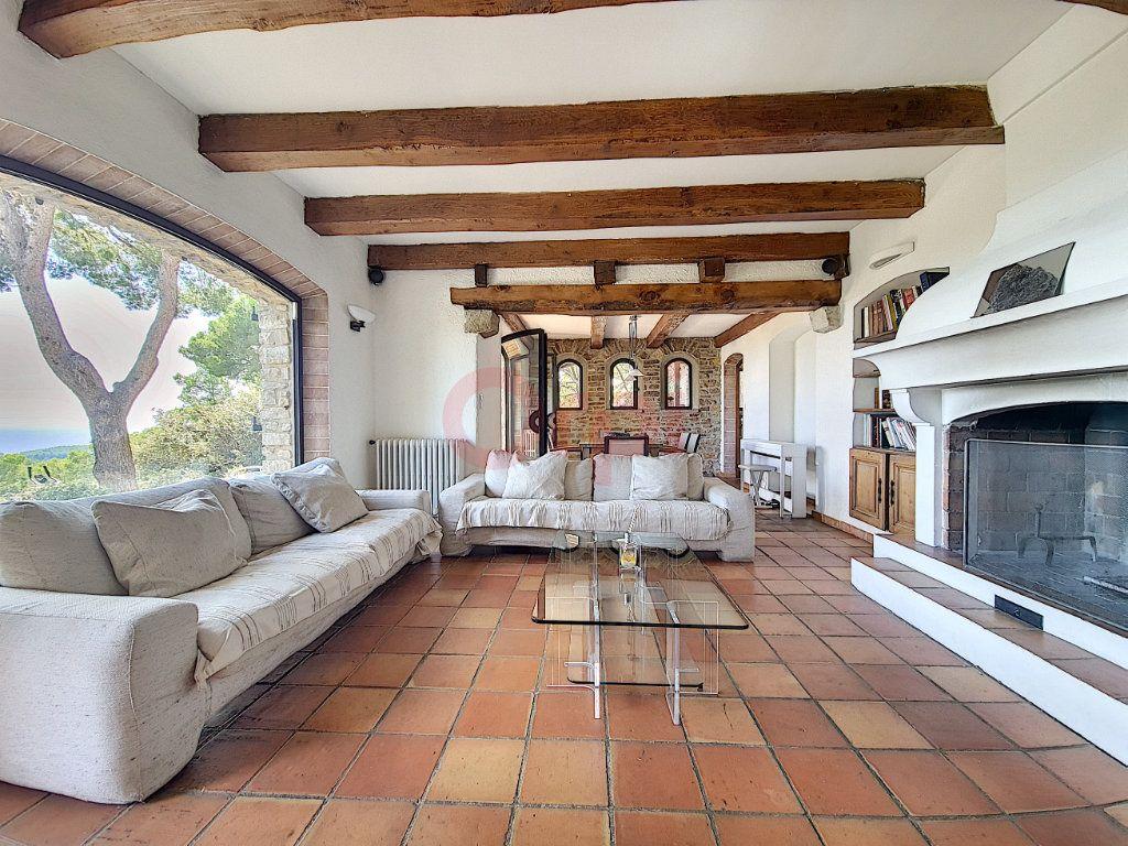 Maison à vendre 7 170m2 à Bandol vignette-5