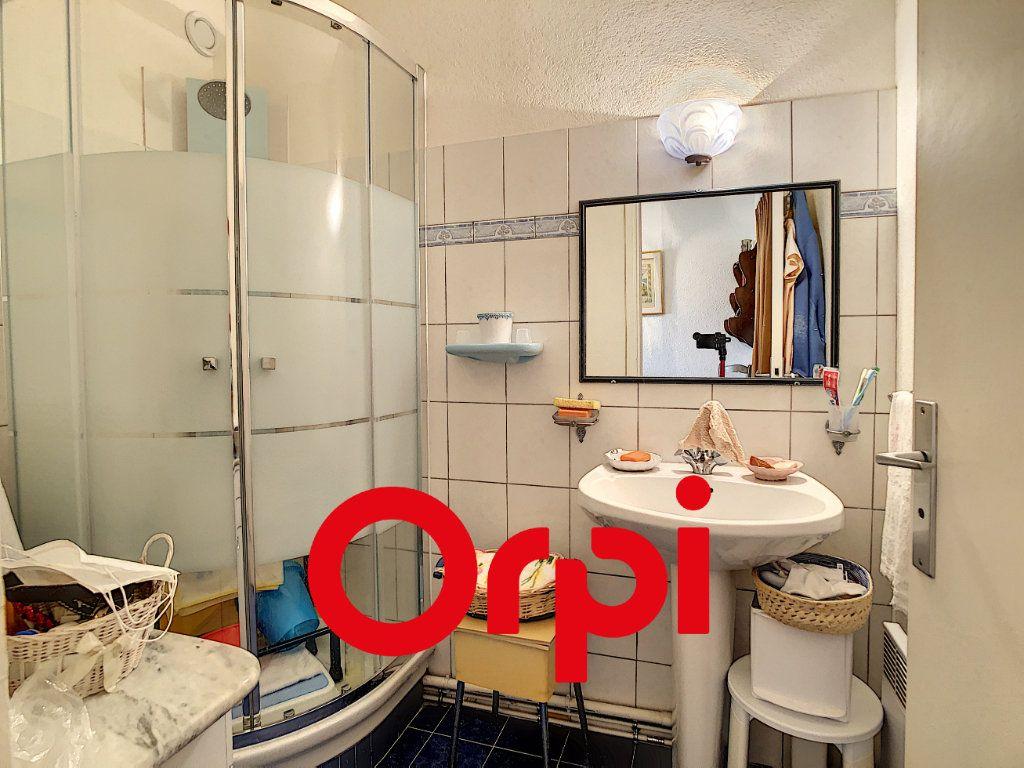 Appartement à vendre 3 75.17m2 à Bandol vignette-10