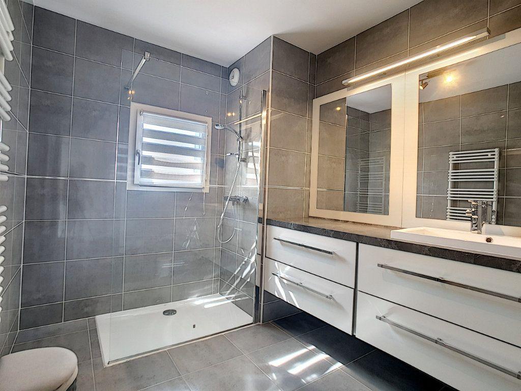 Appartement à vendre 3 68.58m2 à Bandol vignette-3