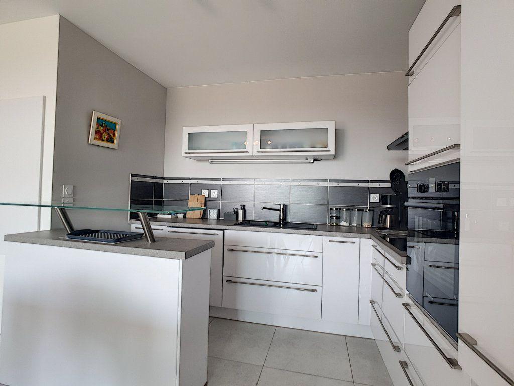 Appartement à vendre 3 68.58m2 à Bandol vignette-4