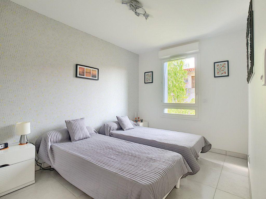 Appartement à vendre 3 68.58m2 à Bandol vignette-5