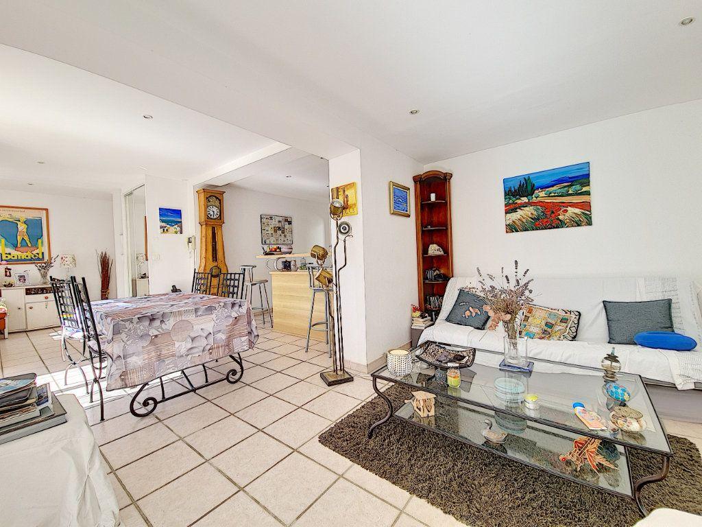 Maison à vendre 5 120m2 à Bandol vignette-9