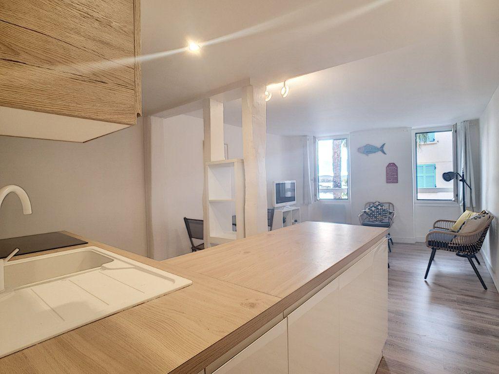 Appartement à louer 2 32.75m2 à Sanary-sur-Mer vignette-2