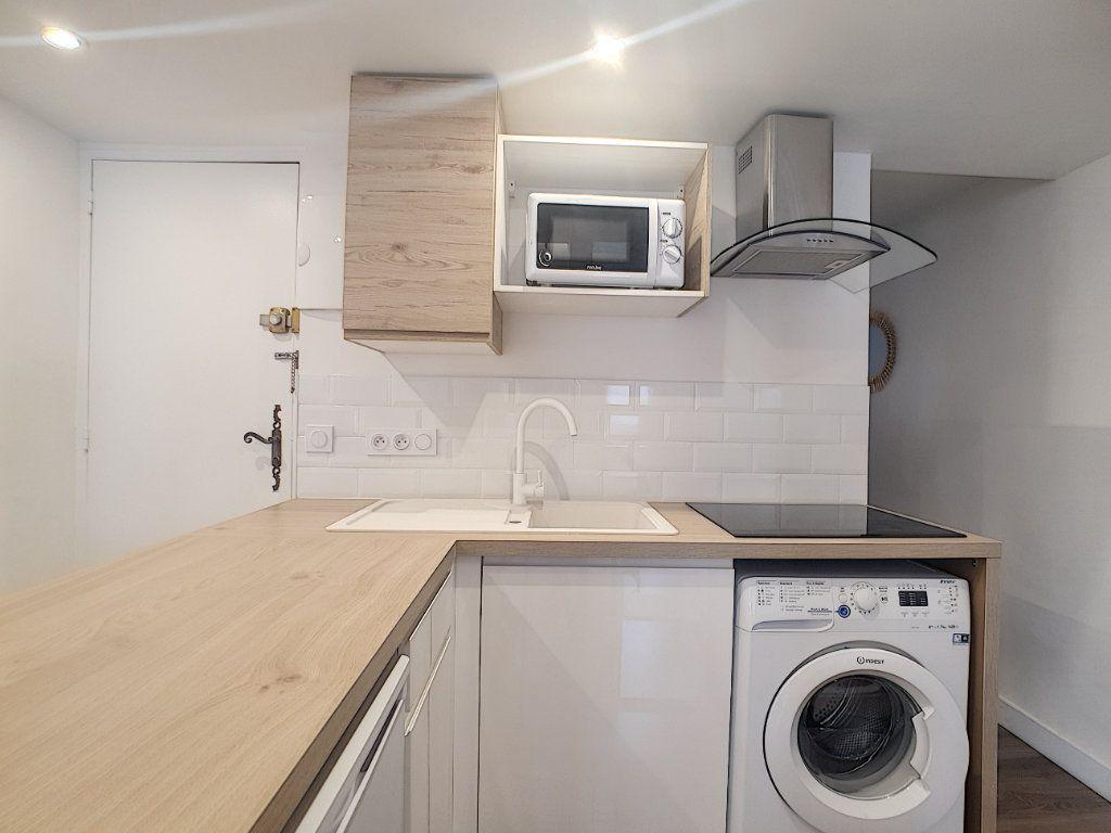 Appartement à louer 2 32.75m2 à Sanary-sur-Mer vignette-3