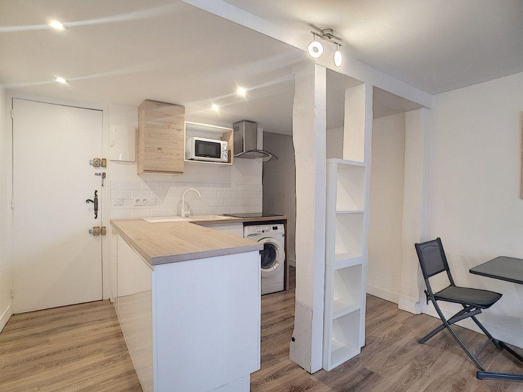 Appartement à louer 2 32.75m2 à Sanary-sur-Mer vignette-4