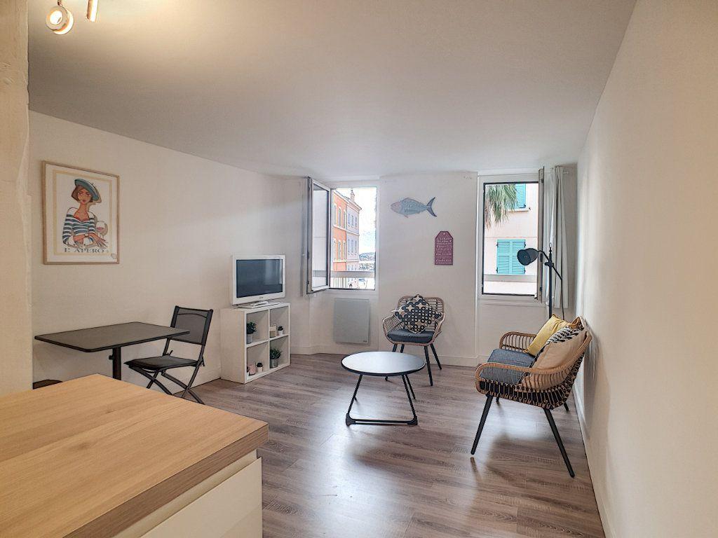 Appartement à louer 2 32.75m2 à Sanary-sur-Mer vignette-5