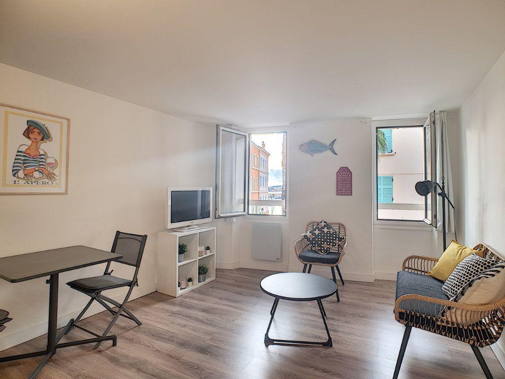Appartement à louer 2 32.75m2 à Sanary-sur-Mer vignette-6