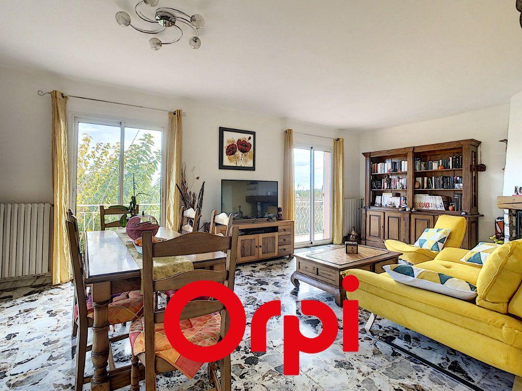 Appartement à vendre 6 137.9m2 à Ollioules vignette-2