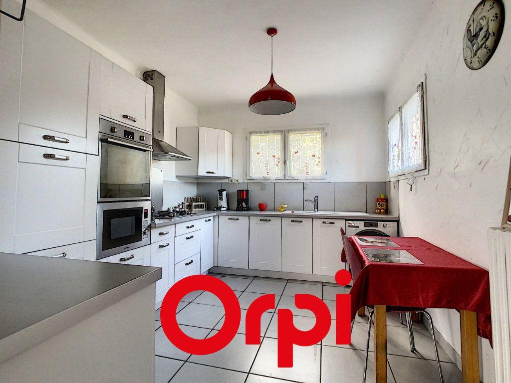 Appartement à vendre 6 137.9m2 à Ollioules vignette-3