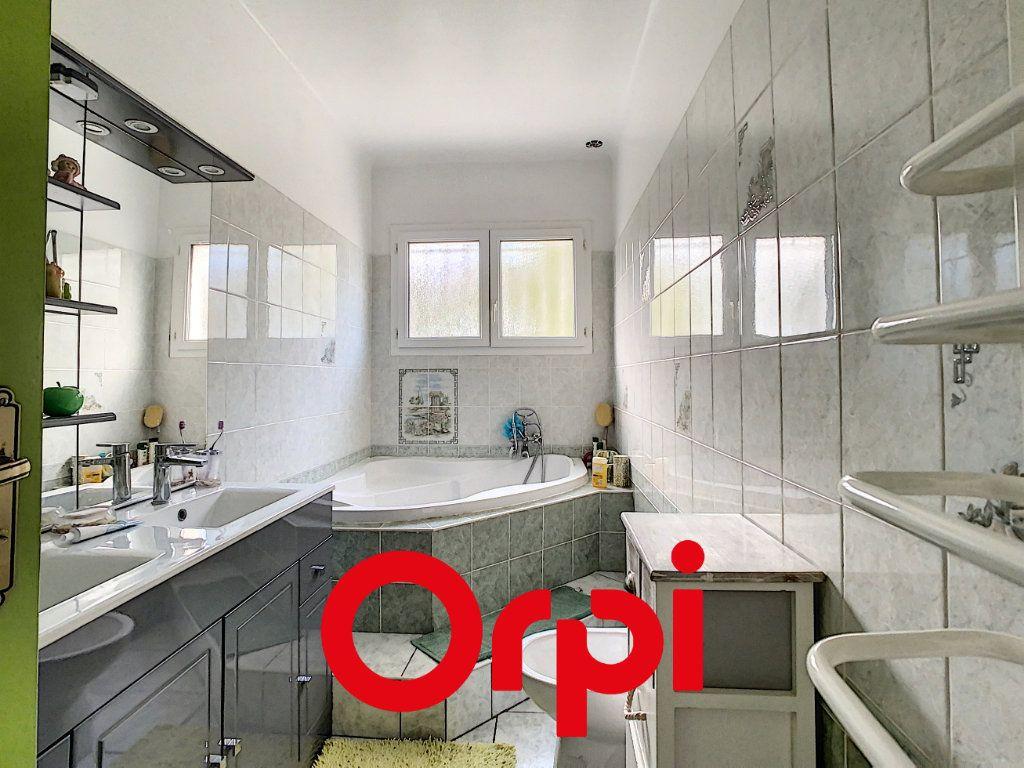 Appartement à vendre 6 137.9m2 à Ollioules vignette-5