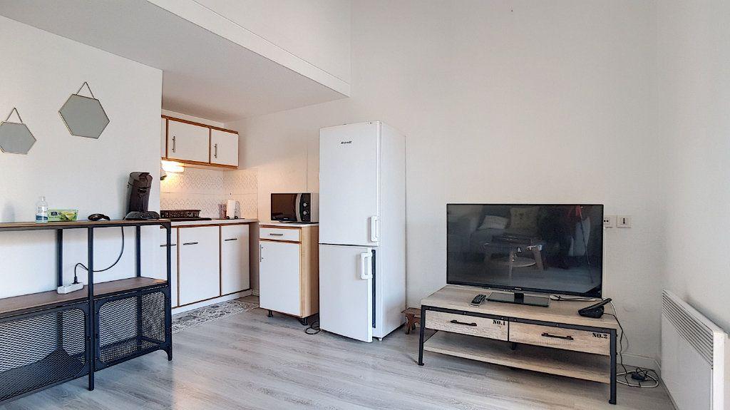 Appartement à louer 3 47.55m2 à Bandol vignette-2