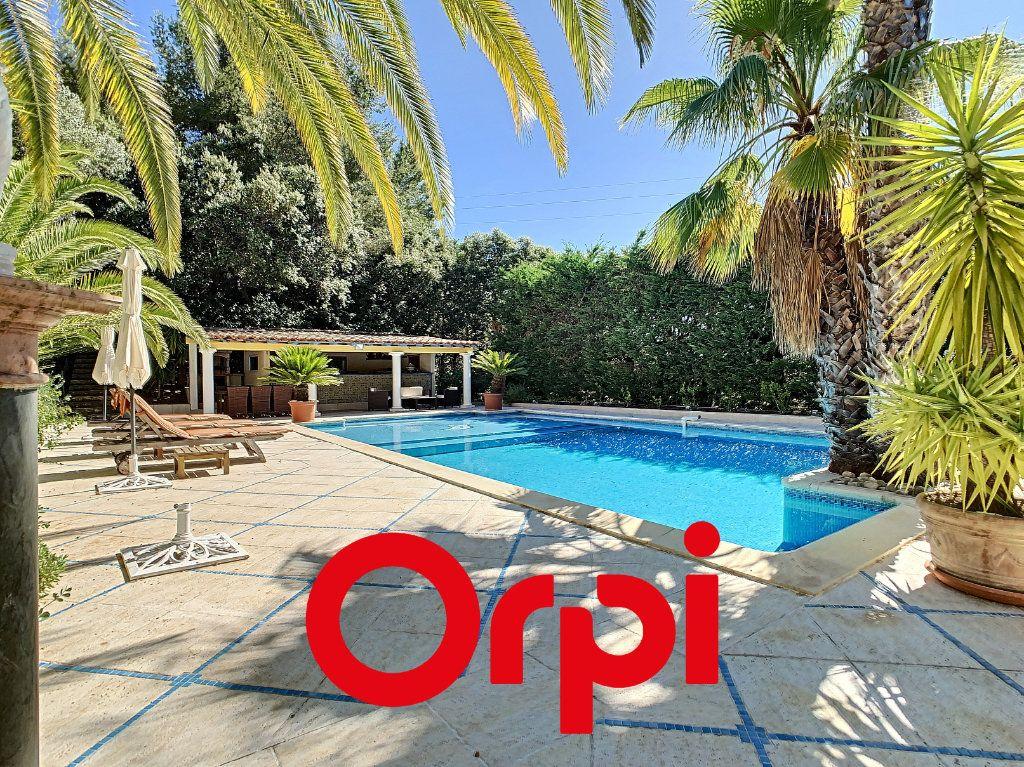 Maison à vendre 10 486m2 à La Cadière-d'Azur vignette-1