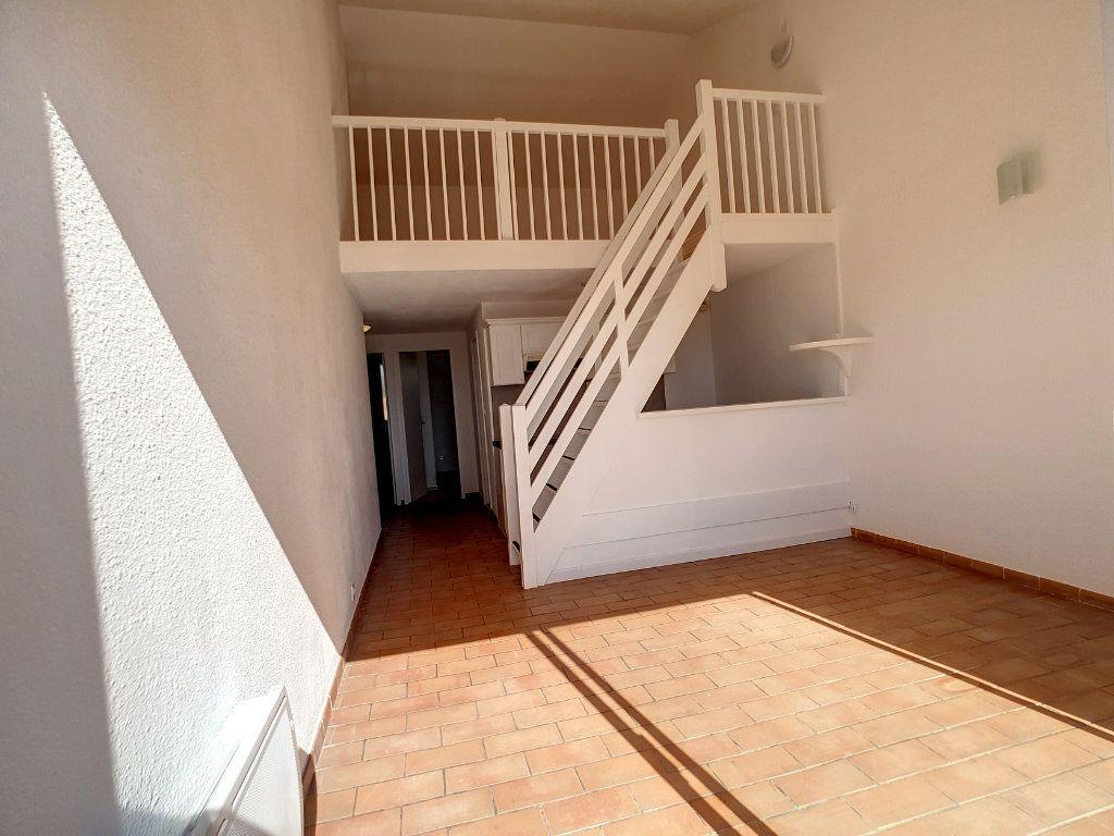 Appartement à louer 3 62.01m2 à Bandol vignette-3