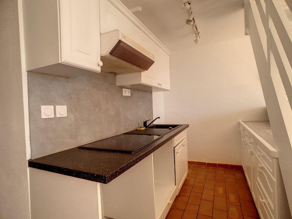 Appartement à louer 3 62.01m2 à Bandol vignette-4