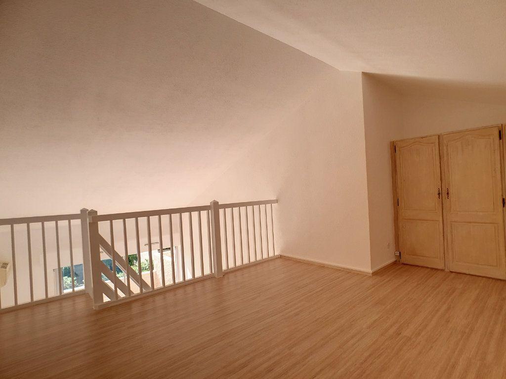 Appartement à louer 3 62.01m2 à Bandol vignette-6
