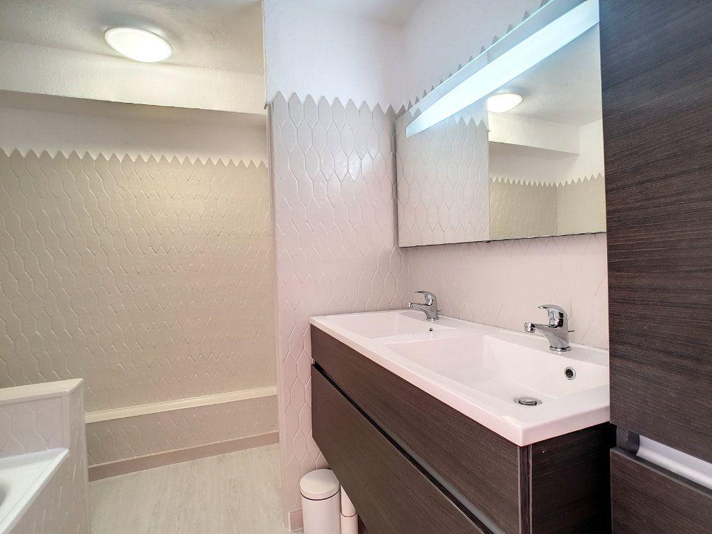 Appartement à louer 3 62.01m2 à Bandol vignette-8