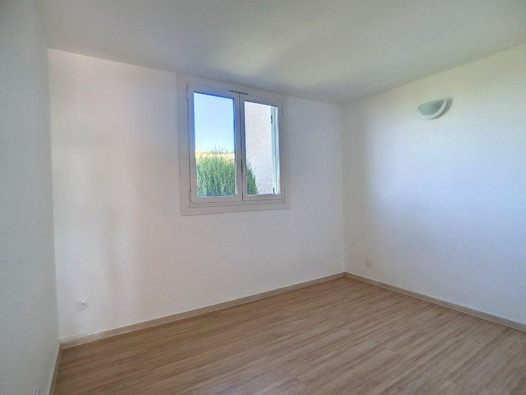 Appartement à louer 3 62.01m2 à Bandol vignette-9